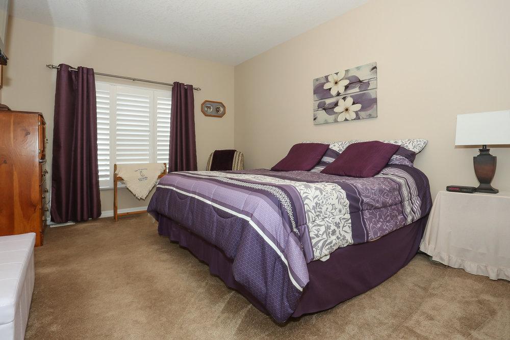 37 Master Bedroom.jpg