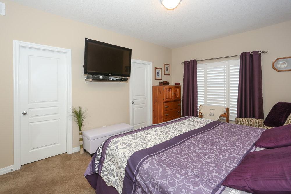38 Master Bedroom.jpg