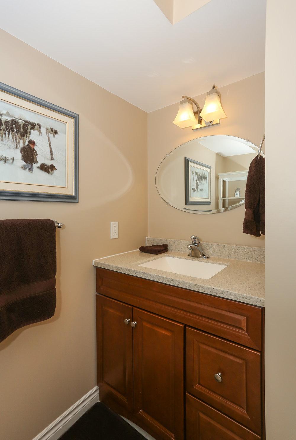 62 Bathroom.jpg
