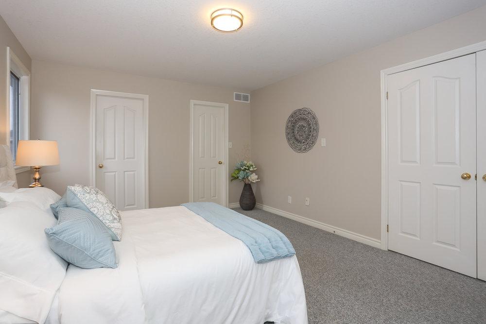 47 Master Bedroom.jpg