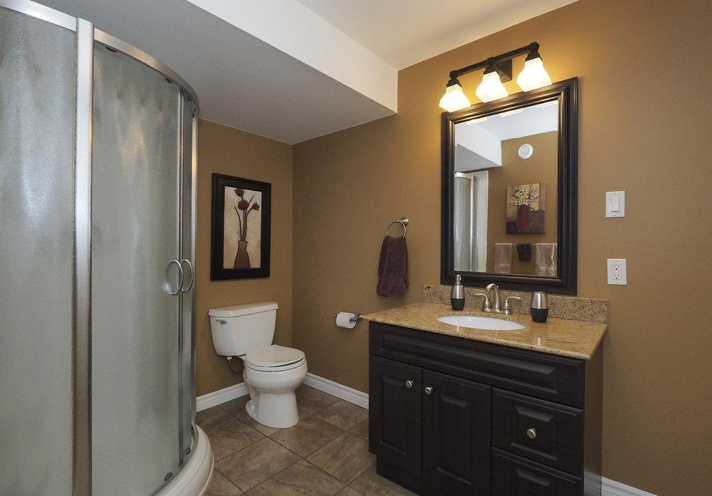 95 Lower bathroom.JPG
