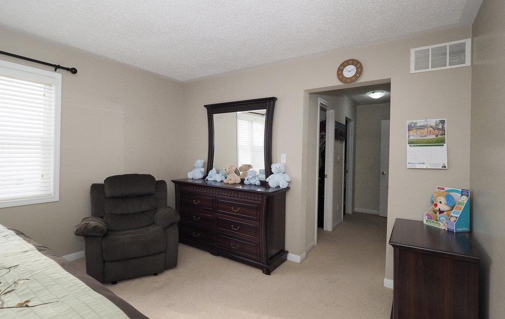 71 Master bedroom.JPG