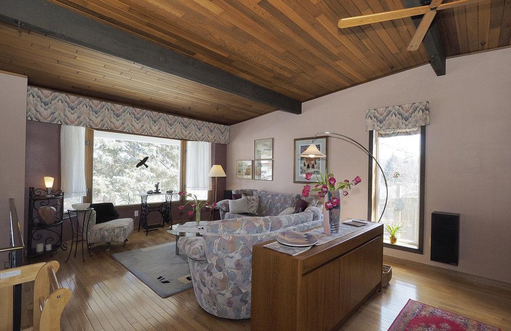 19 Living room.JPG