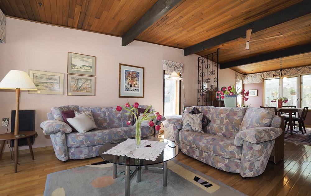 24 Living room.JPG