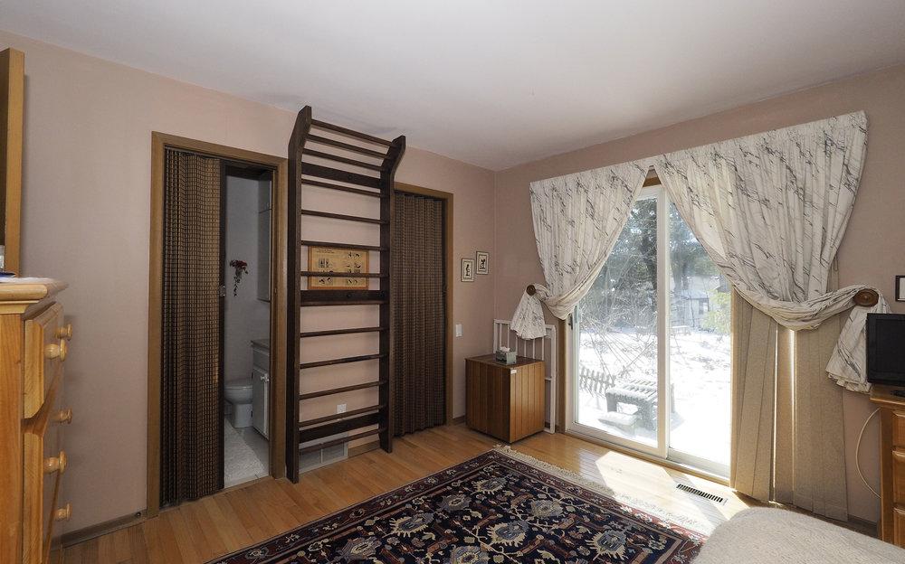 51 Master bedroom.JPG