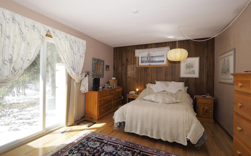 50 Master bedroom.JPG