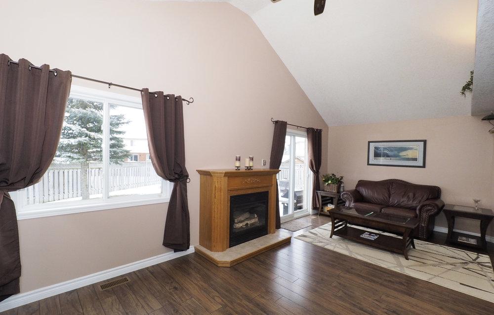 37 Living room.JPG