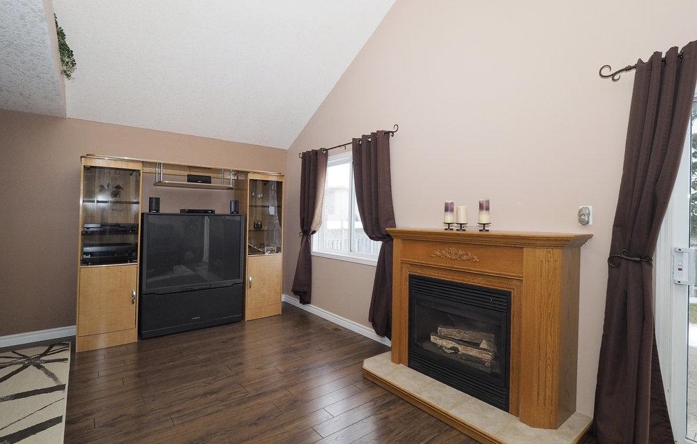 44 Living room.JPG