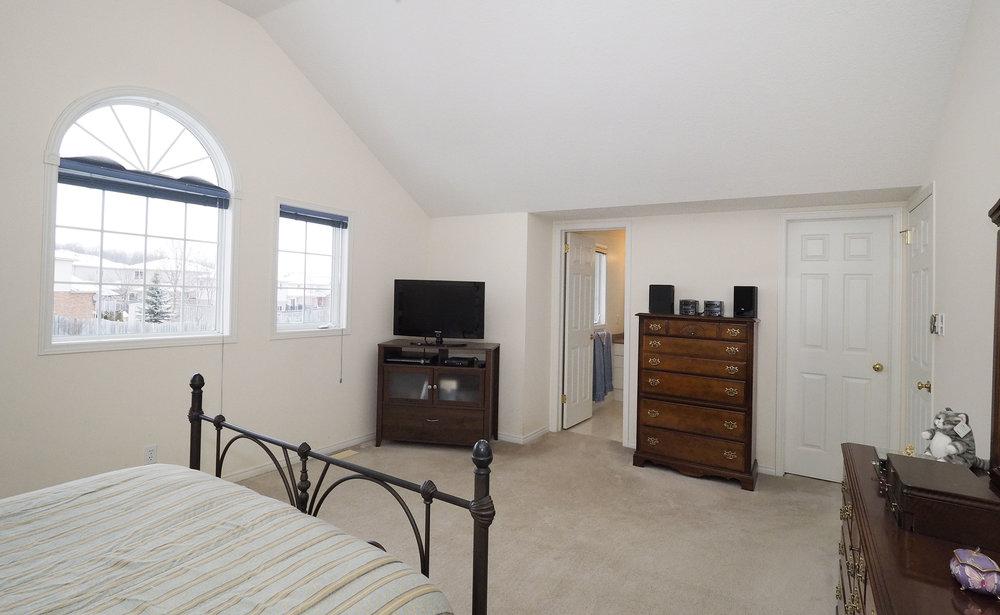62 Master bedroom.JPG