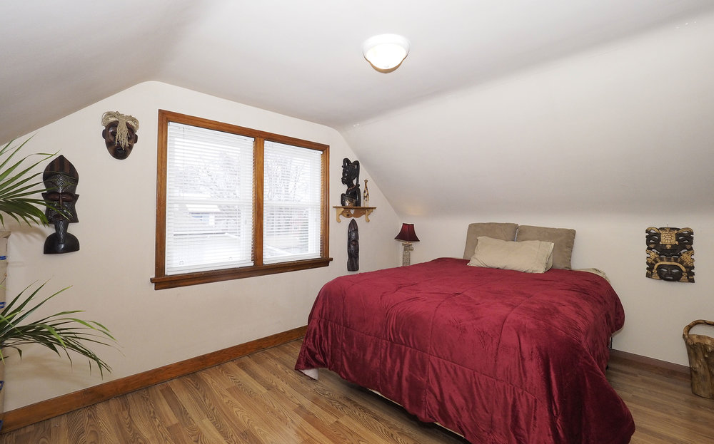 60 Upstairs bedroom.JPG