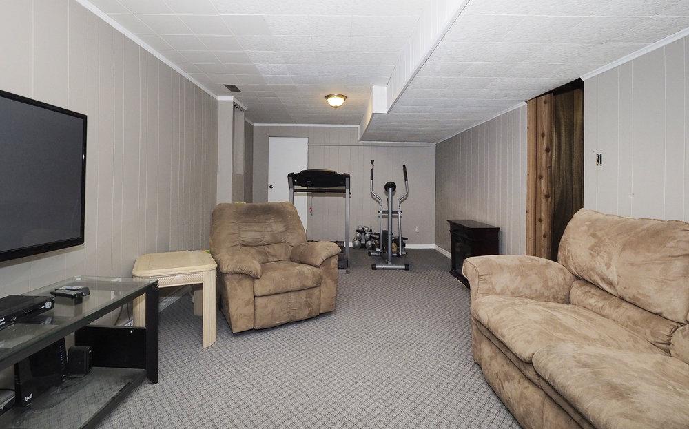 84 Rec room.JPG