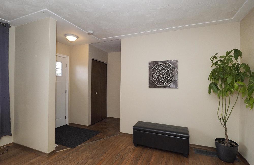 10 Foyer.JPG
