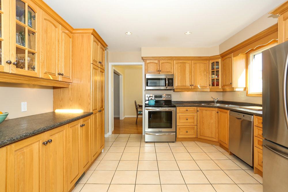 43 Kitchen.jpg
