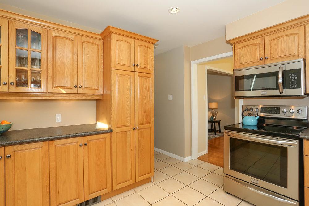 44 Kitchen.jpg
