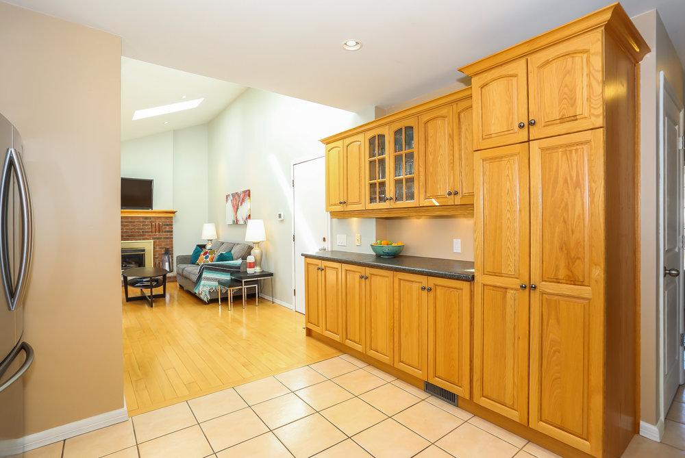 45 Kitchen.jpg
