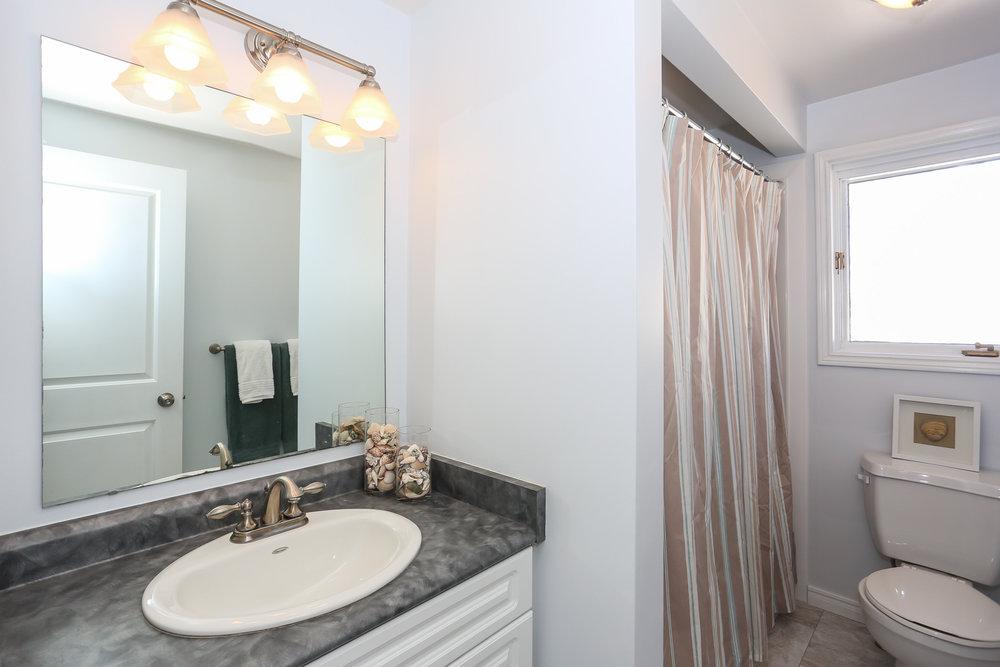 59 Bathroom.jpg