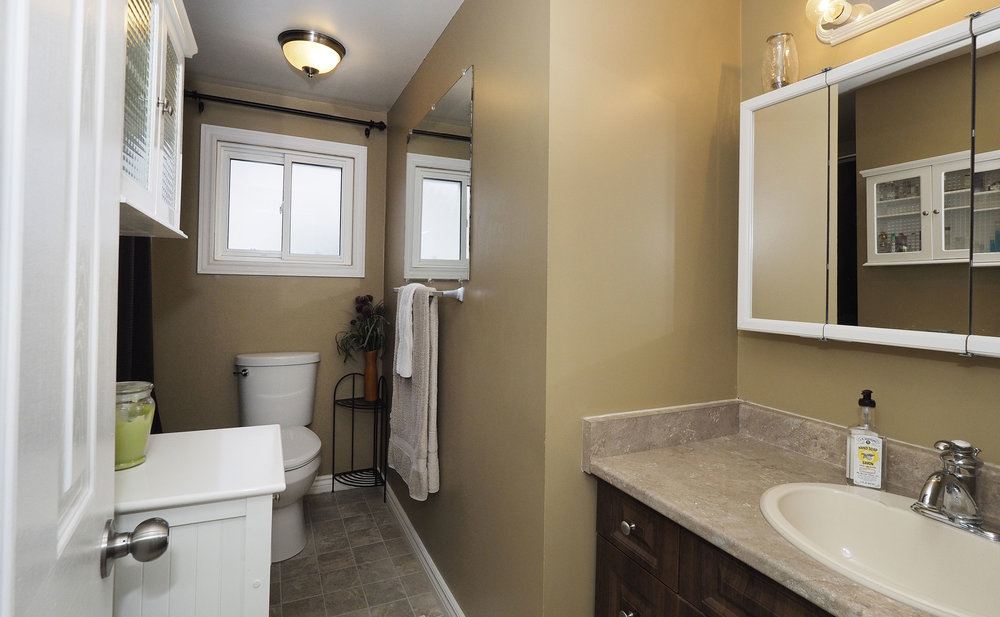 80 Upstairs bathroom.JPG