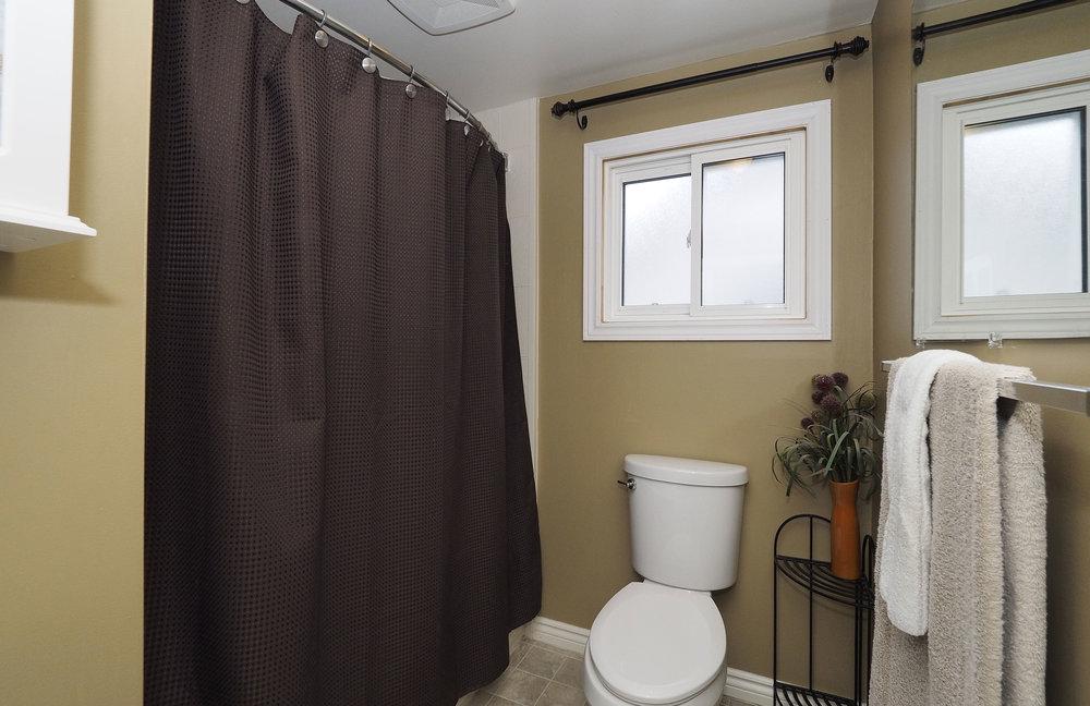 82 Upstairs bathroom.JPG