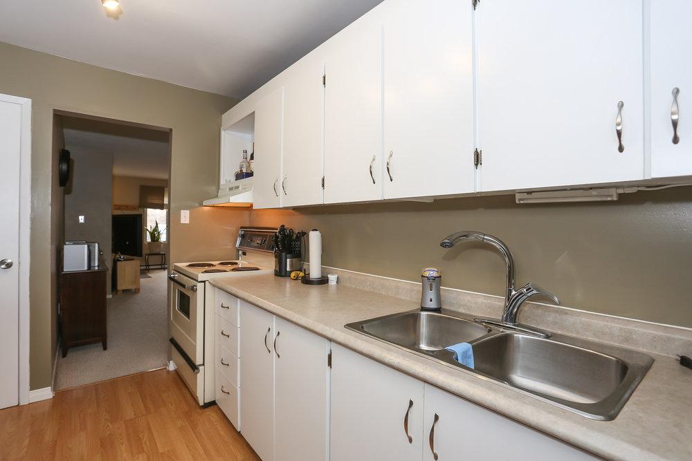 23 Kitchen.jpg