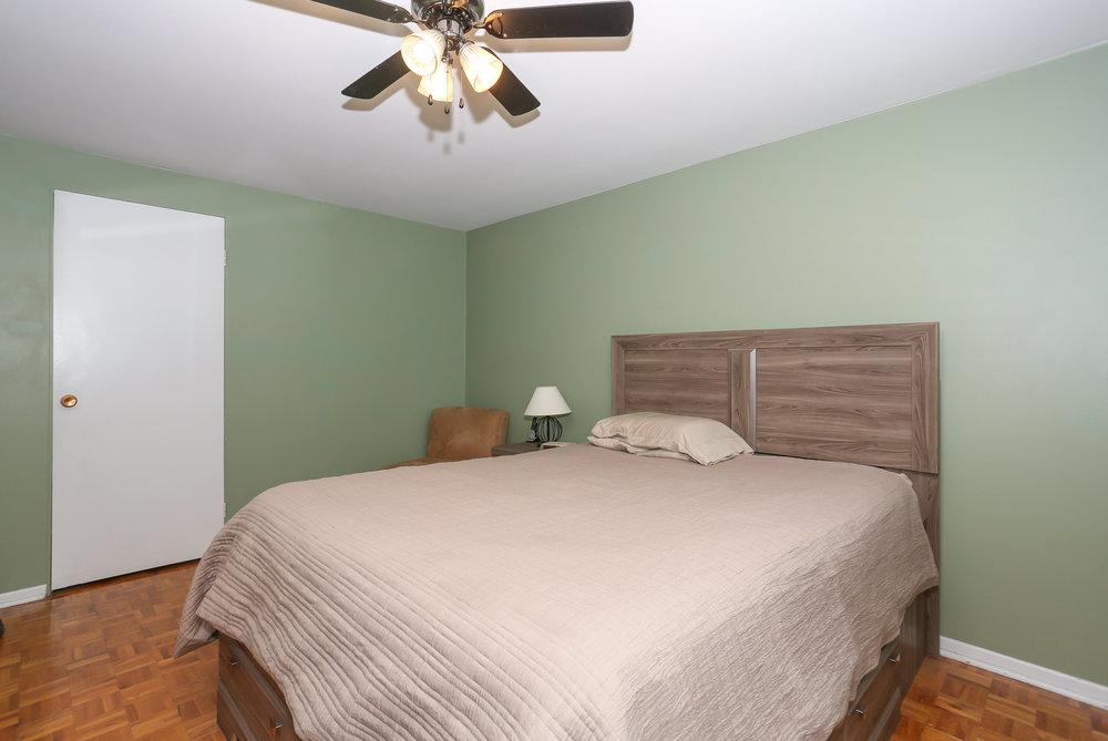 32 Master Bedroom.jpg