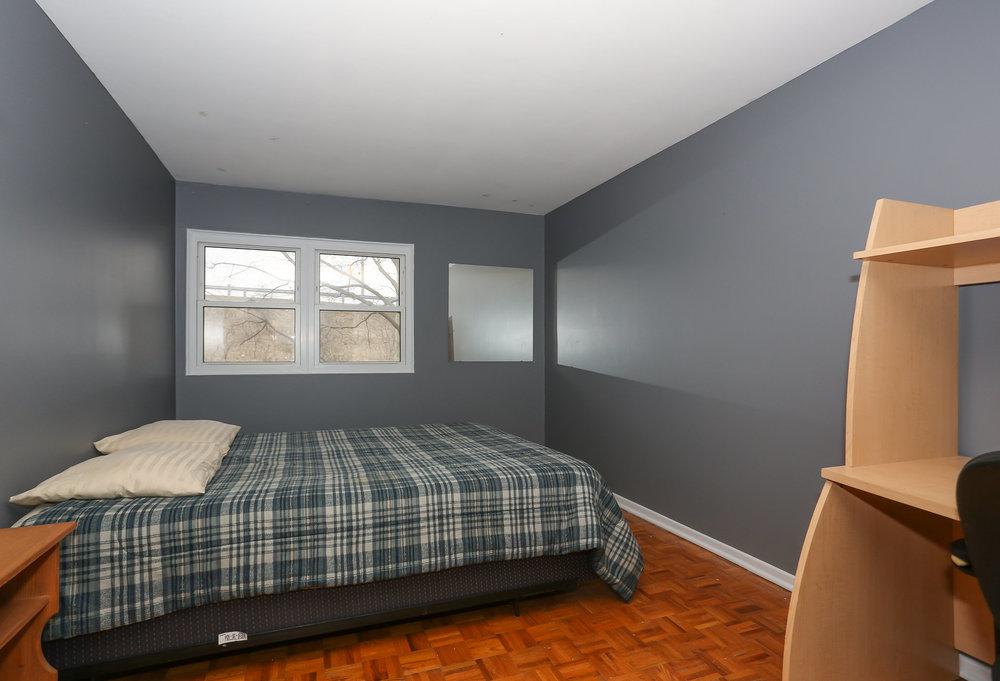 33 Bedroom 2.jpg