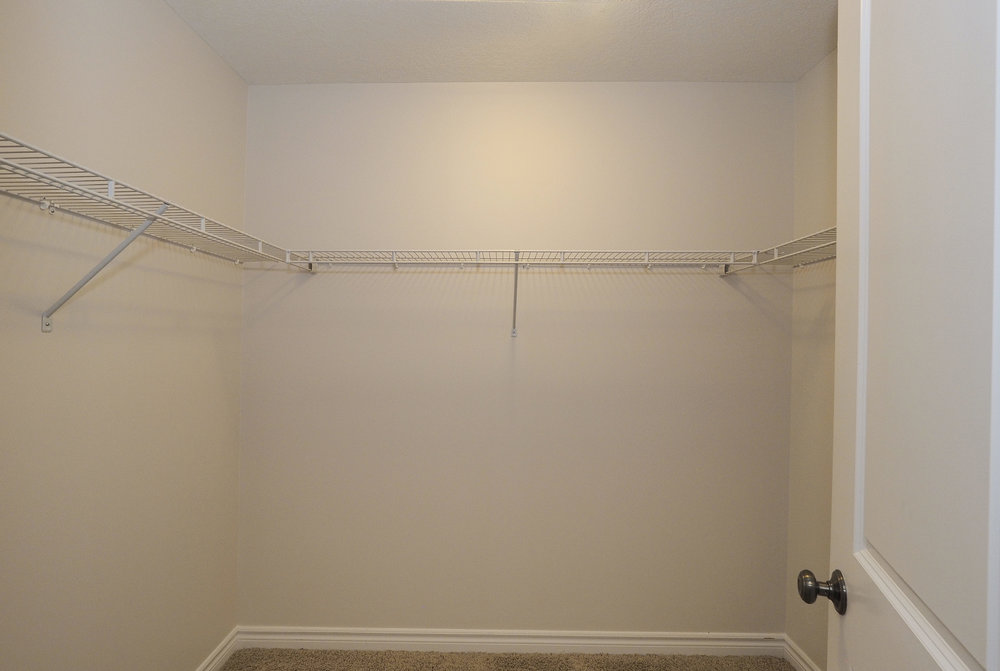 62 Walk-in closet.JPG