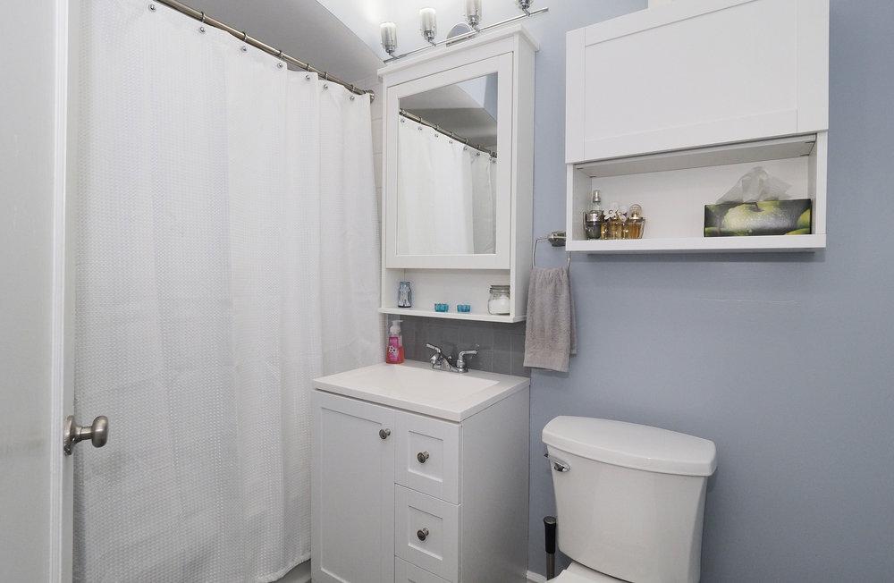48 Main bathroom.JPG