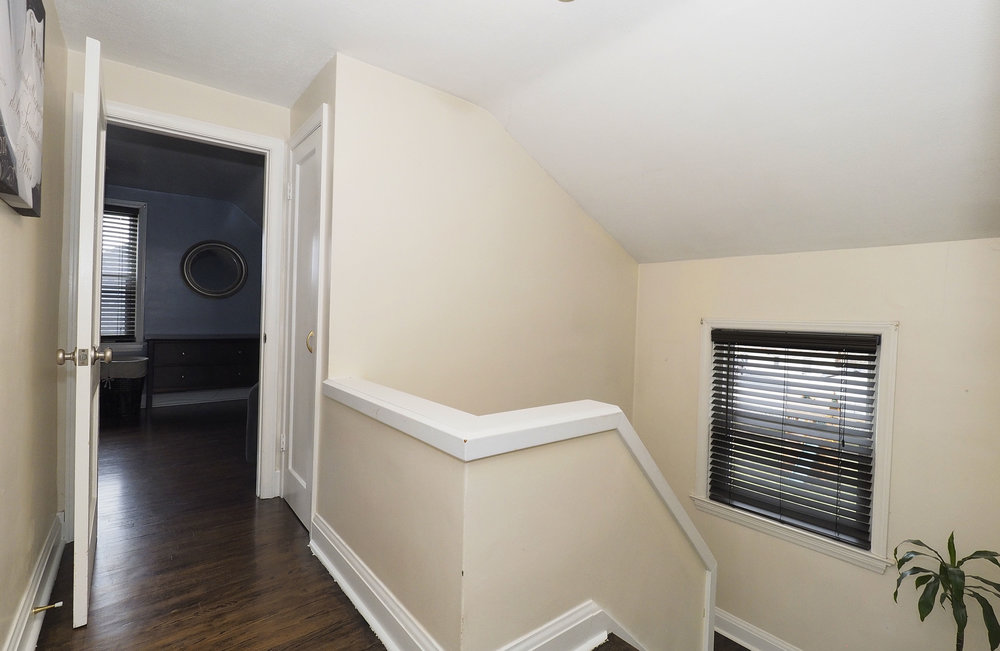 59 Upstairs hallway.JPG