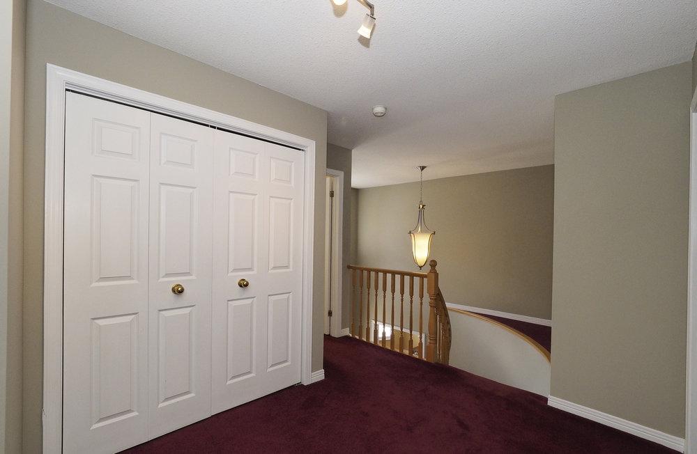 58 Upstairs hallway landing.JPG