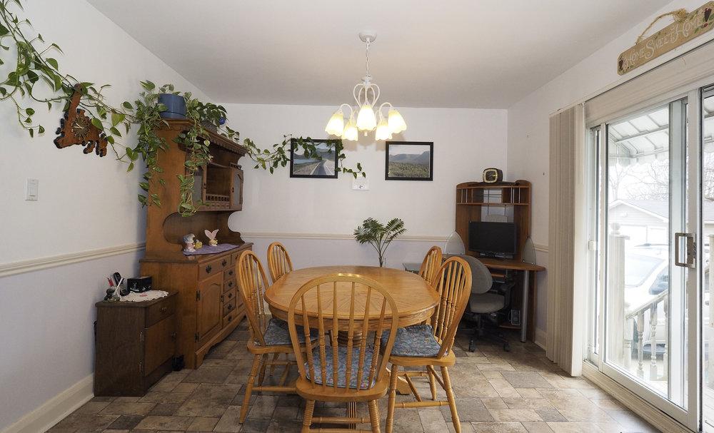 32 Dining room.JPG