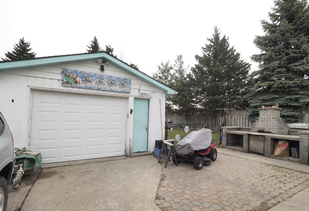 105 Garage.JPG