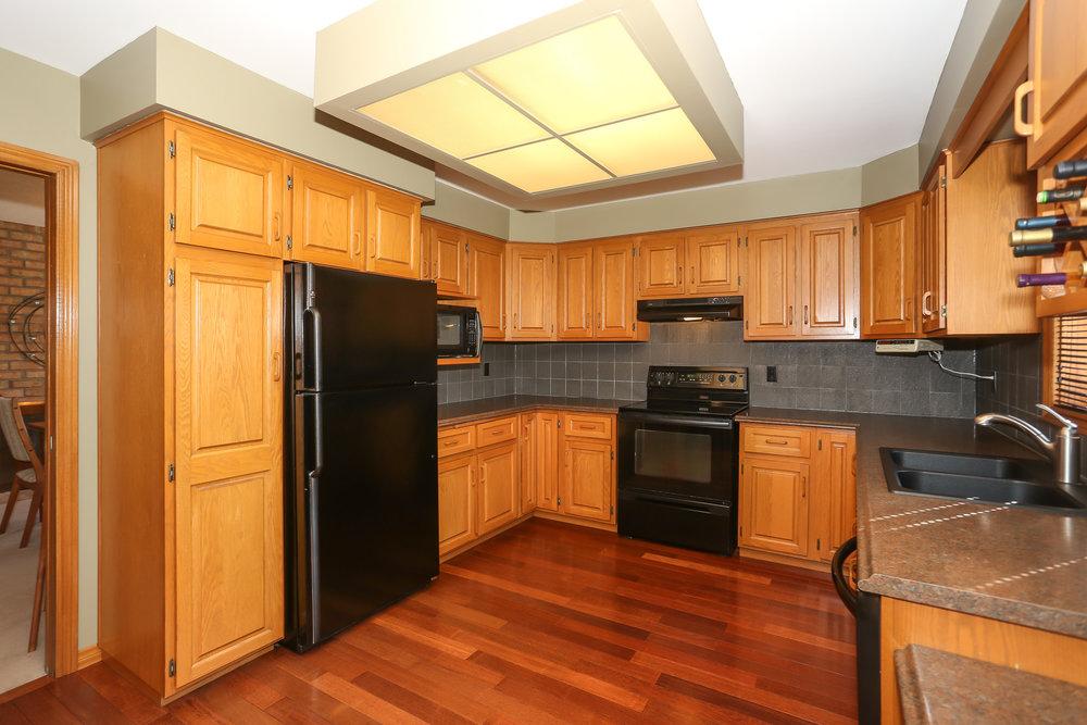 41 Kitchen.jpg