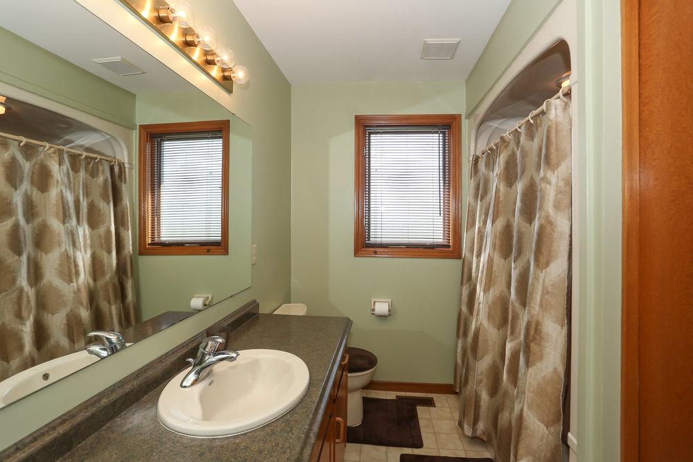 67 Bathroom.jpg
