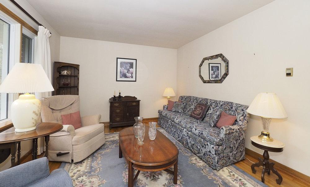 30 Living room.JPG