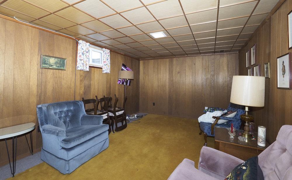 85 Rec room.JPG