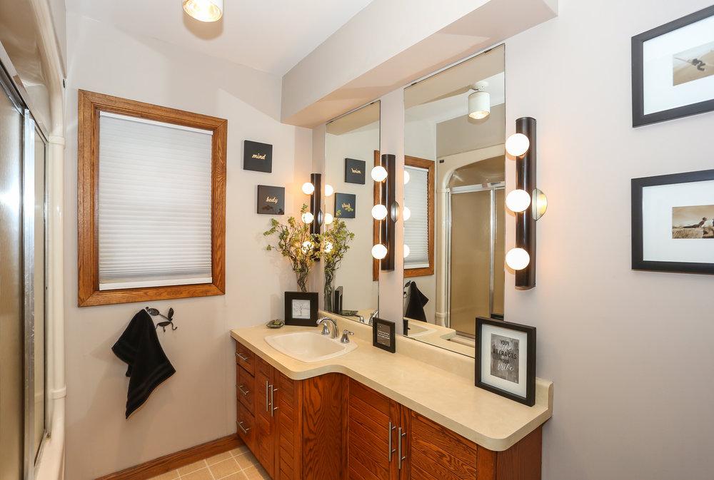 37 Bathroom.jpg