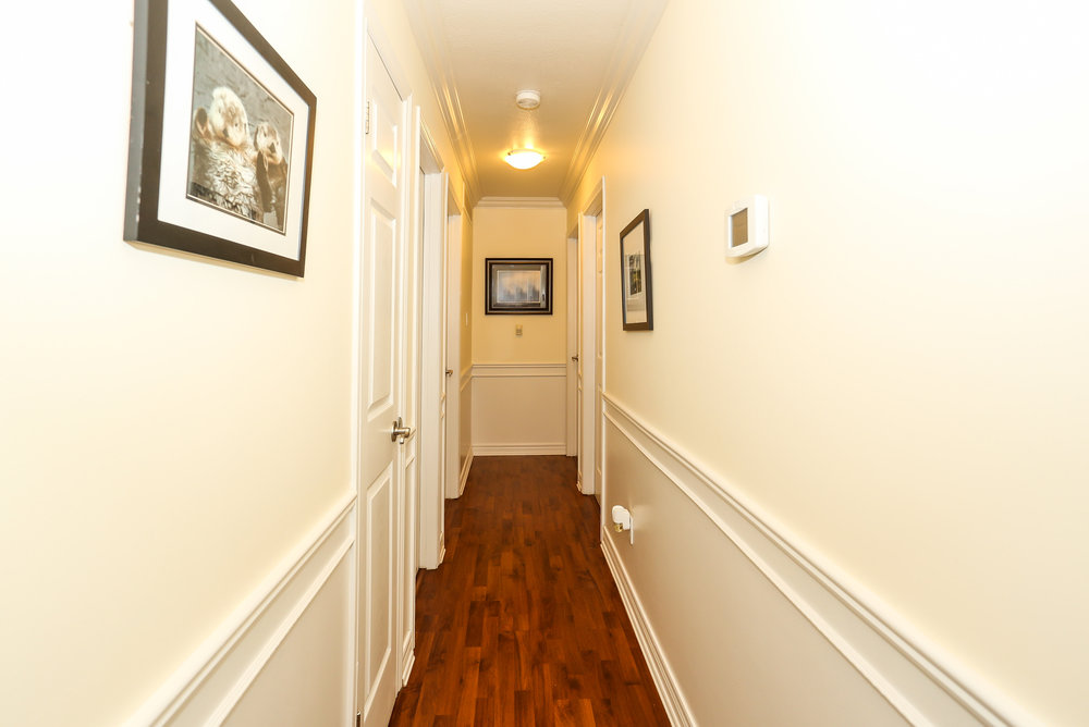 32 Hallway.jpg