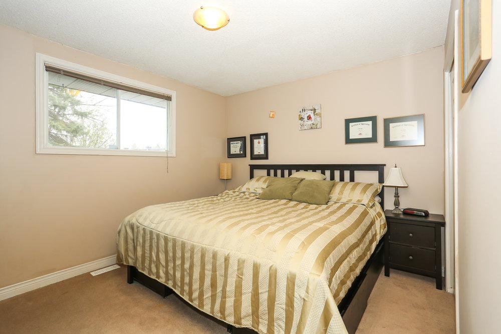 33 Master Bedroom.jpg