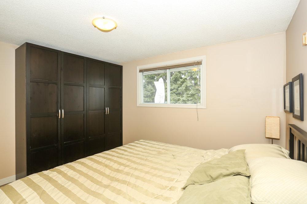 34 Master Bedroom.jpg