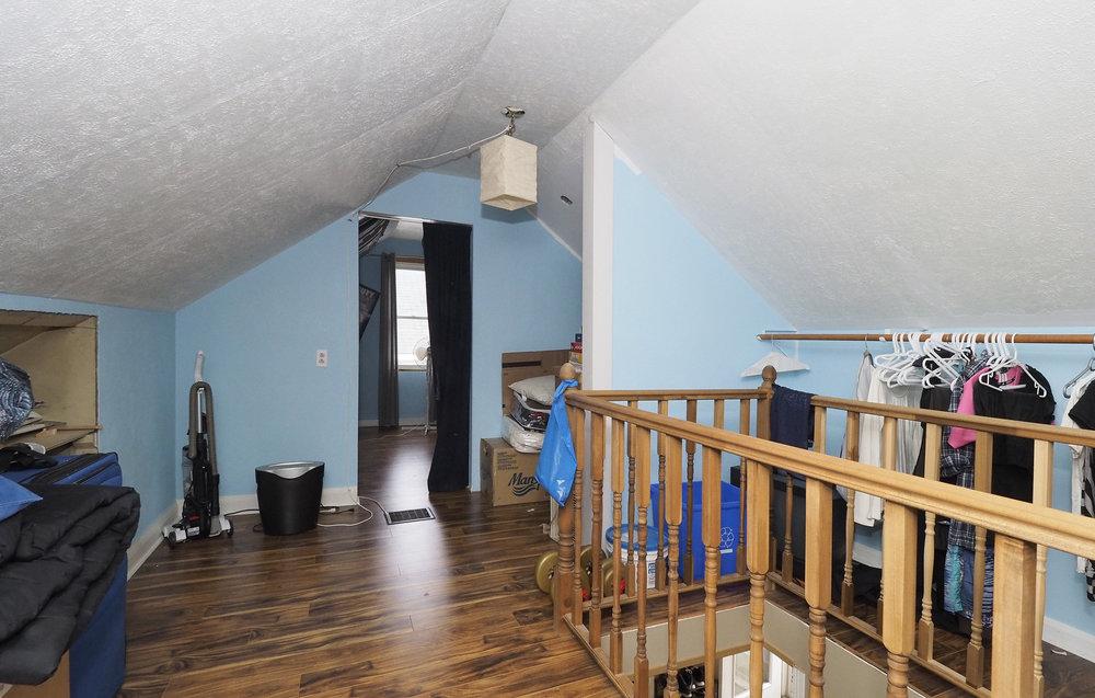 58 Upstairs hallway.JPG