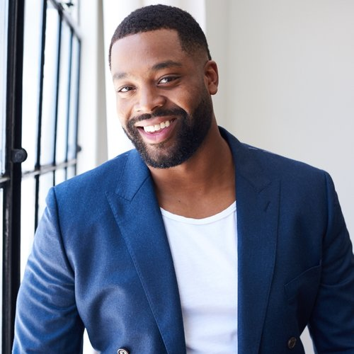 The 30-year old son of father Leonard Hawkins and mother Leah Bradley, 190 cm tall Laroyce Hawkins in 2018 photo