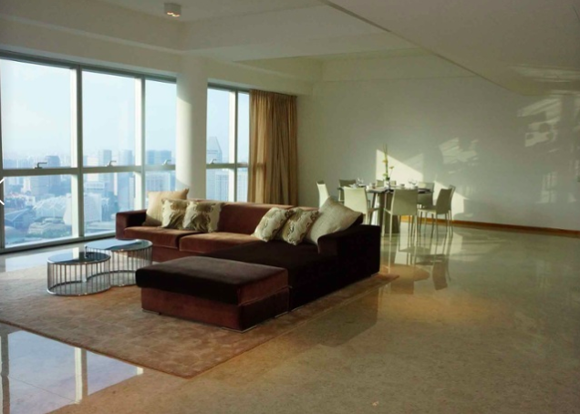 The views of Singapore are without rival at this contemporary penthouse on the 47th floor of the Marina Bay Residences, a luxury residential skyscraper designed by starchitect A. Eugene Kohn.