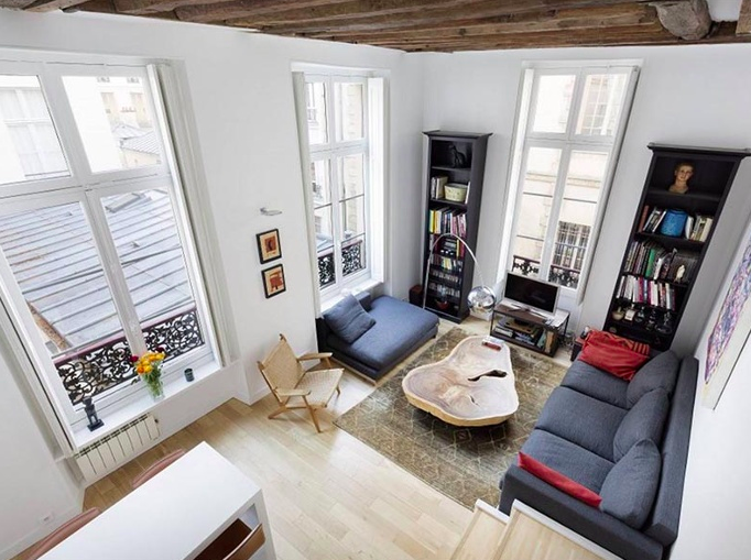A superb triplex apartment, this 3-bedroom apartment benefits from high ceilings and a prime location in Paris's historic Marais district.