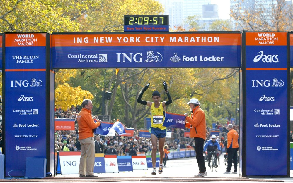 Marilson Gomes dos Santos breaks the tape to win his first New York City Marathon; he would add another title in 2008.