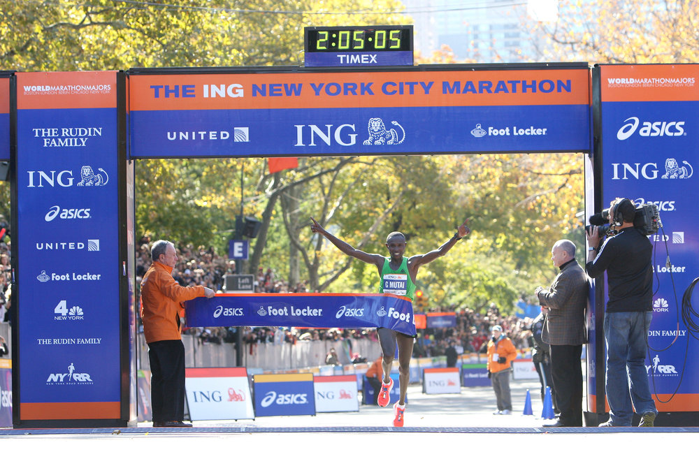 Geoffrey Mutai breaking the finish tape in 2:05:06, to set a new event record.
