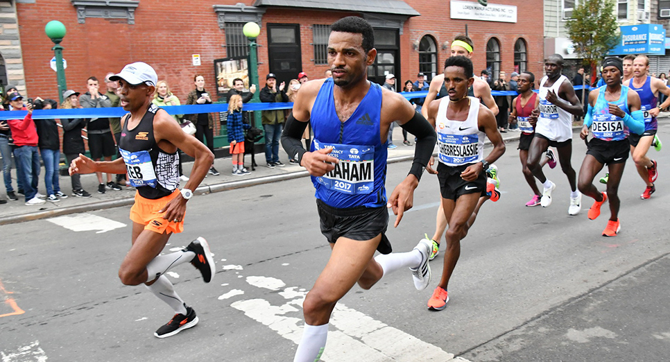 Keflezighi holding steady at the front of the pack in Brooklyn