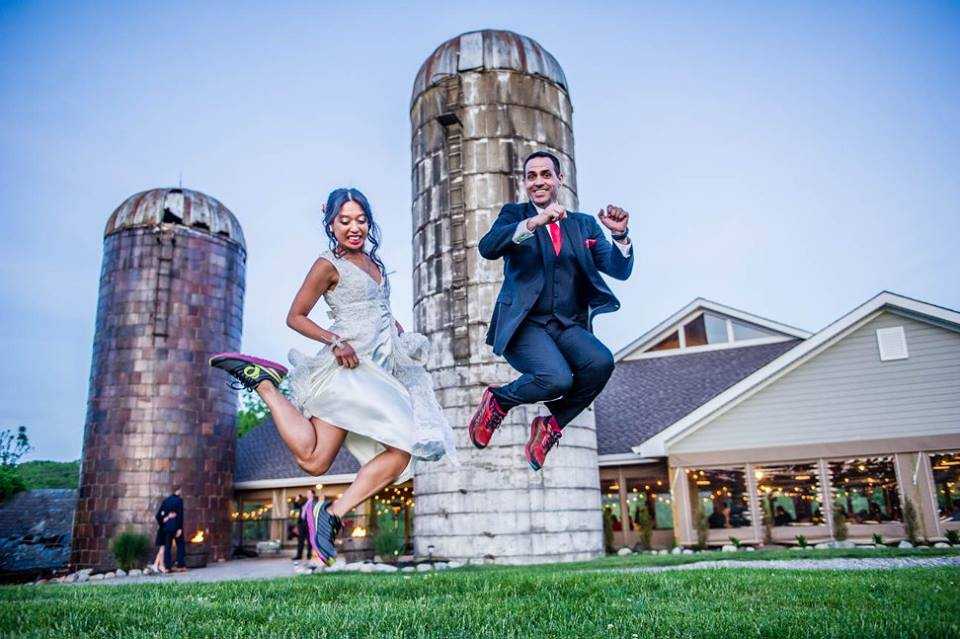 race to tie the knot-jump[1].jpg