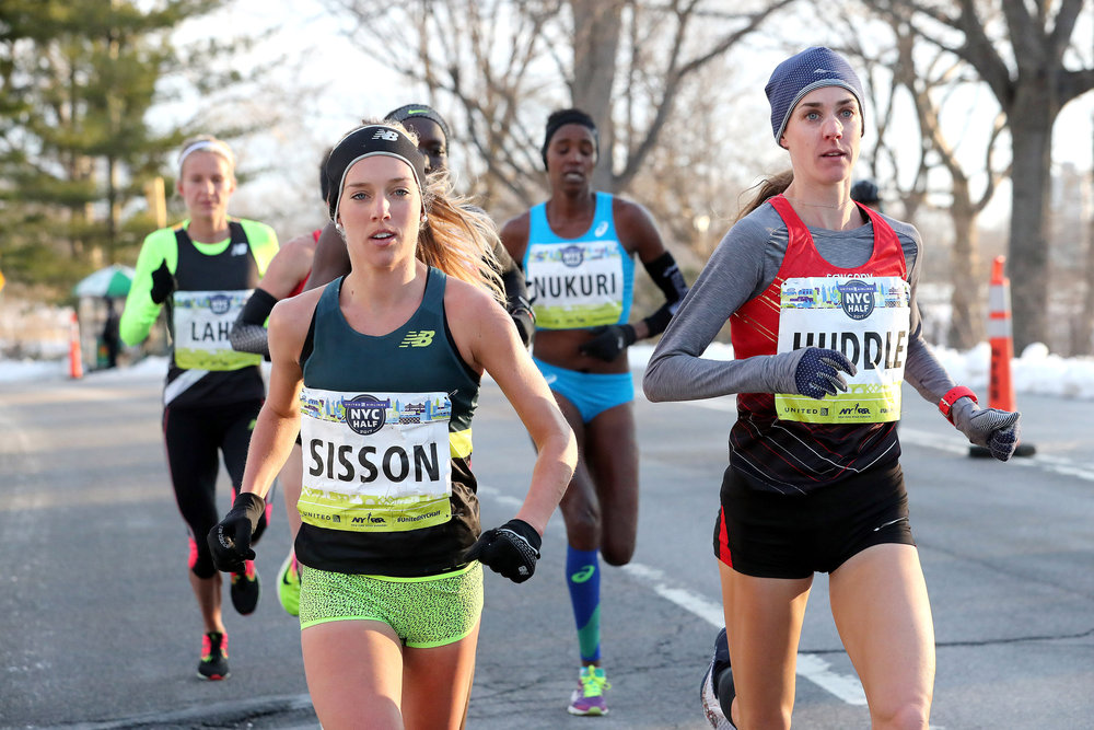 Emily Sisson racing at the front of the pack in Central Park at the 2017 United Airlines NYC Half.