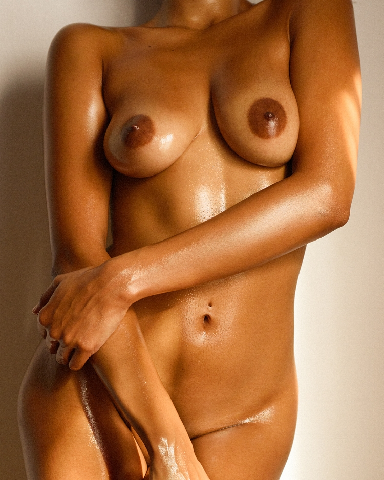Oily nude of Guyanese model Gabriella.
