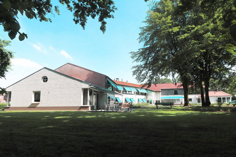 Recreëren - Margaretha Woonhof beschikt over een riante tuin met prachtige bomen en mooie terrassen. Er is een recreatieruimte aanwezig bij de entree, bedoeld voor activiteiten voor alle bewoners.